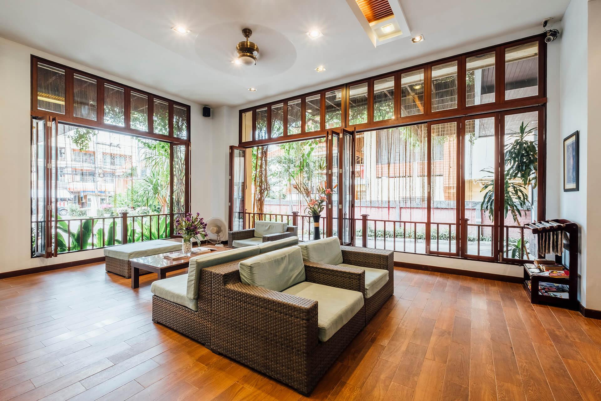lobby-living-room-hotel (1)